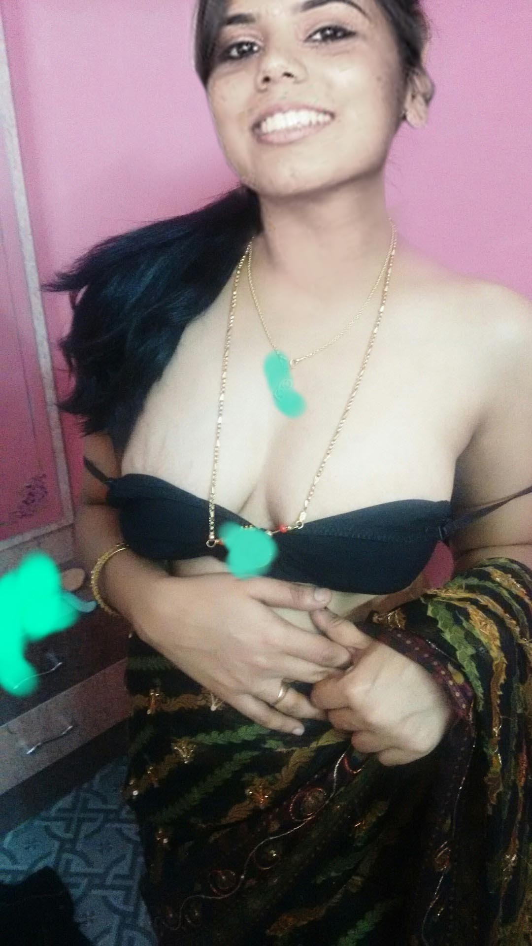 hot bhabi showing her boobs - desi mms videos,indian porn videos